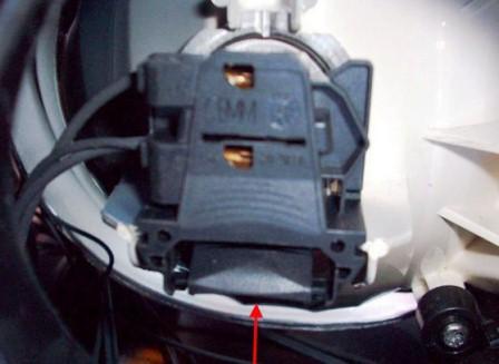 Заменить лампочек ближнего и дальнего света на Ford Focus 2